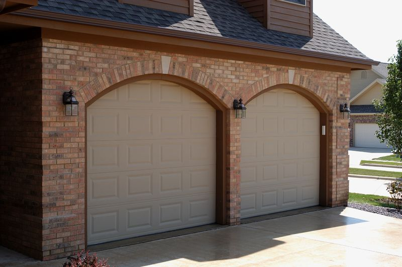The Two Most Popular Garage Door Styles